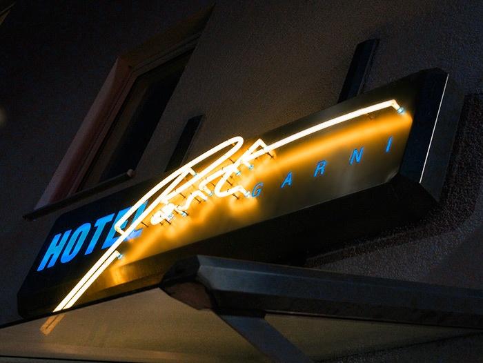 Logo Leuchtschrift Hotel Post Garni